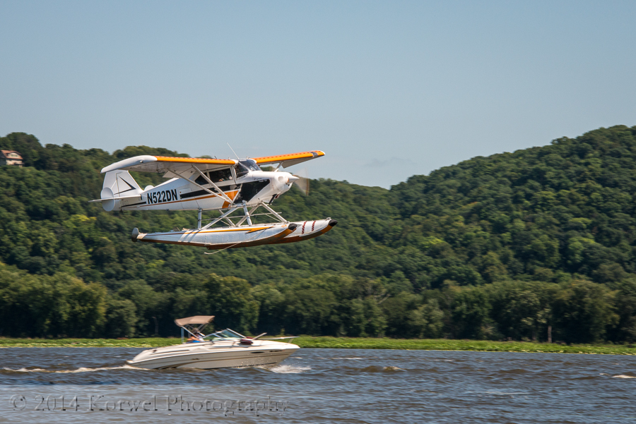 Piper 22-150 landing on Mississippi channel at Abel Island, IA